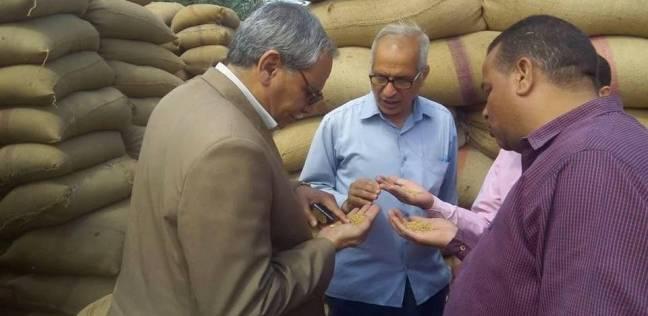 رئيس مركز ملوي يتفقد شون استلام القمح من المزراعين