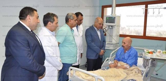 بالصور| رئيس جامعة كفر الشيخ يتفقد مرضى الحالات الحرجة لقوائم الانتظار