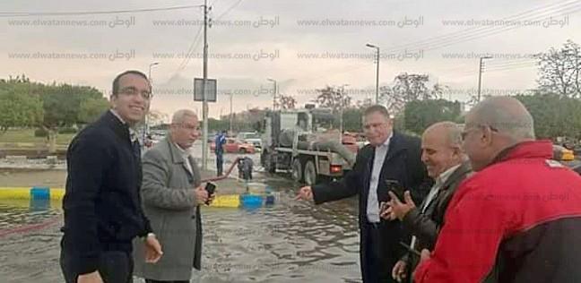 محافظ الإسماعيلية: الدفع بـ15 سيارة لشفط مياه الأمطار من الشوارع
