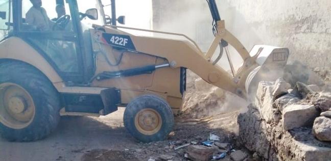 إزالة 5 حالات تعدي على 600 متر أراض بالبصيلة في أسوان