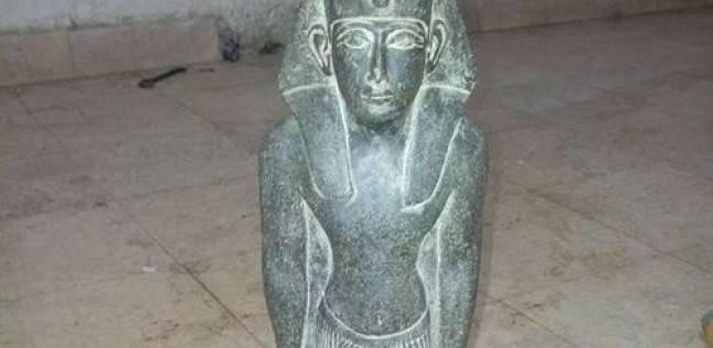 حبس عاطل وابنه بحوزتهما تمثال وقطع نحاسية يشتبه في أثريتها بالفيوم