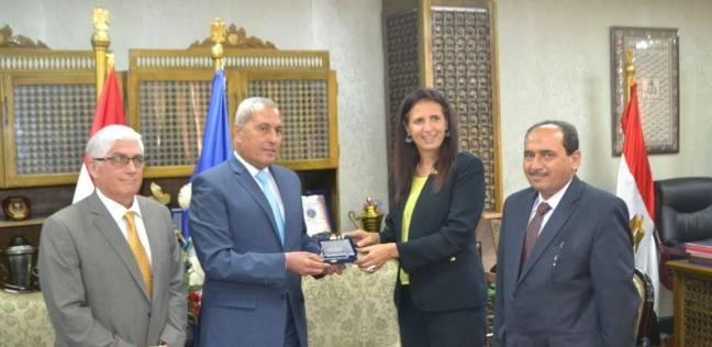 """محافظ السويس يستقبل وفد ممثلي هيئة """"فولبرايت"""" المصرية الأمريكية"""