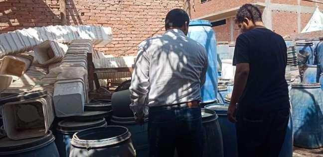 ضبط 34 طن مخللات عائمة على مياه الصرف الصحي بالخانكة