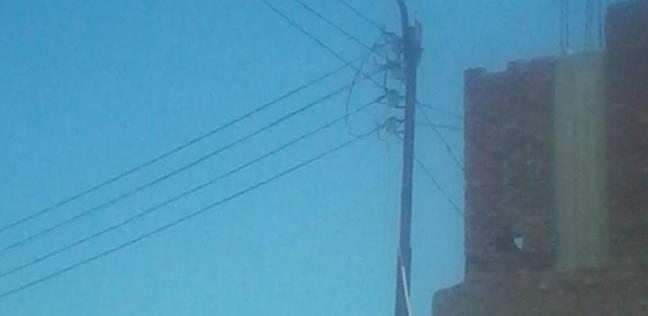 إنارة أعمدة الكهرباء على طريق عيون موسى في السويس