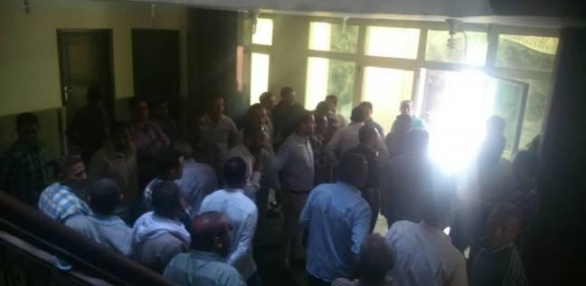 وقفة احتجاجية لموظفي مجلس سمالوط للمطالبة بإقالة رئيس المدينة