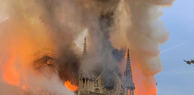 """10 صور من حريق كاتدرائية نوتردام.. ومسؤولون يصفونه بـ""""الرهيب"""""""