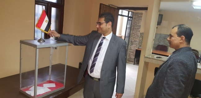 سفير مصر بهولندا: تزايد مستمر في أعداد المشاركين بالاستفتاء