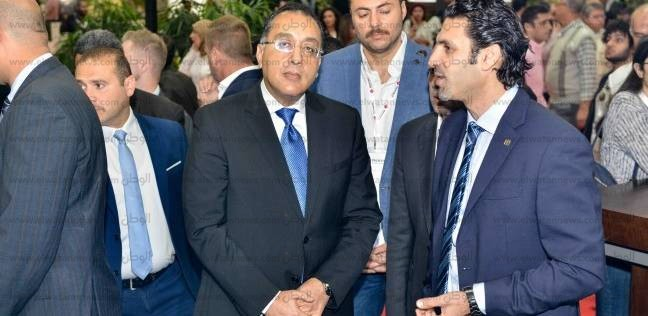 """رئيس مجلس الوزراء يكلف بضرورة مواجهة مصانع """"بير السلم"""""""