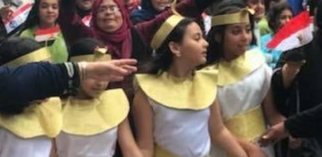 """بـ""""الزي الفرعوني"""".. طالبات الدقهلية في مسيرات للحث على الانتخاب"""