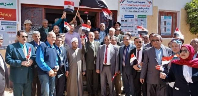 """""""تنفيذي دكرنس"""" ينظم مسيرة إلى لجنة التصويت بـ""""علي مبارك"""""""