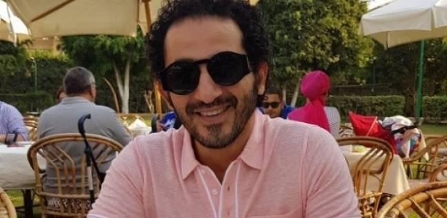 """أحمد حلمي يعلق على صورة منسوبة له بمواقع التواصل: """"نفسي أعرف مين ده"""""""