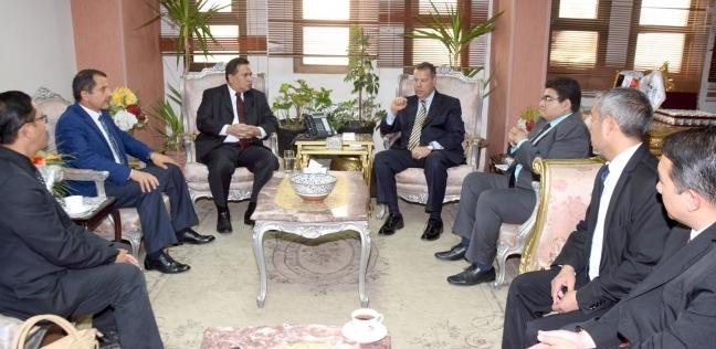 محافظ بني سويف يستفبل السفير الأندونيسي لبحث فرص الاستثمار