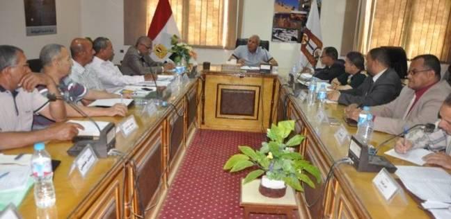 محافظ الوداي الجديد يعقد اجتماعا بصندوق استصلاح الأراضي بالمحافظة