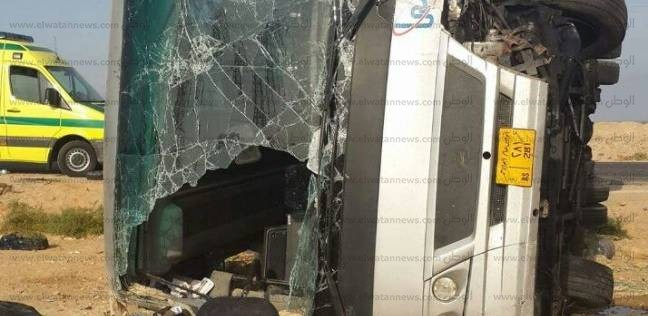 مصرع عامل في حادث تصادم.. وأهل المتوفى يحطمون استقبال مستشفى تلا