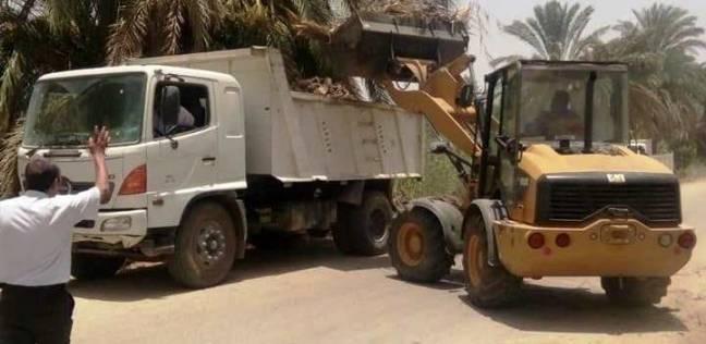 """استمرار أعمال النظافة والتجميل بقرى وشوارع """"البلينا"""" في سوهاج"""