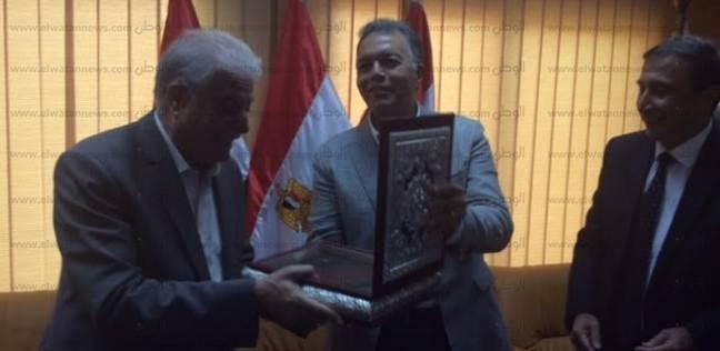 بالصور| رئيس هيئة الموانئ البرية يكرم محافظ جنوب سيناء ووزير النقل