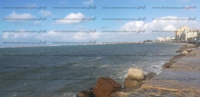 """مياه البحر تحاصر """"كافيتريات"""" رأس البر في دمياط"""