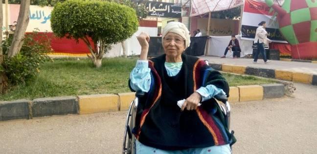 """عجوز: """"منزلتش أنتخب بقالي 30 سنة ونازلة عشان خاطر السيسي"""""""
