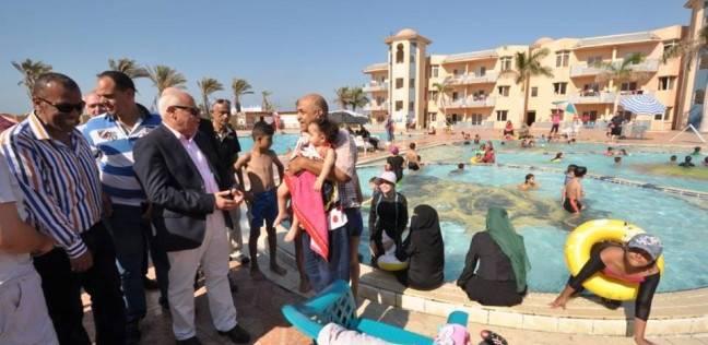 محافظ بورسعيد يتفقد القرى السياحية خلال العيد
