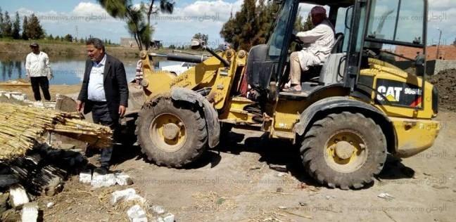 استمرار إزالة التعديات على أراضي الدولة بالقصير