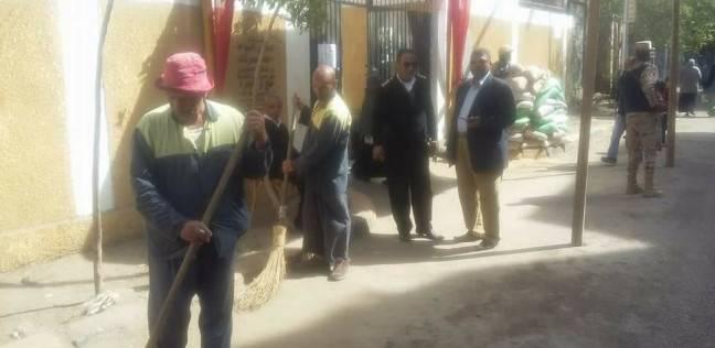 """""""نظافة الجيزة"""" تكثف أعمال النظافة أمام لجان الانتخابات"""