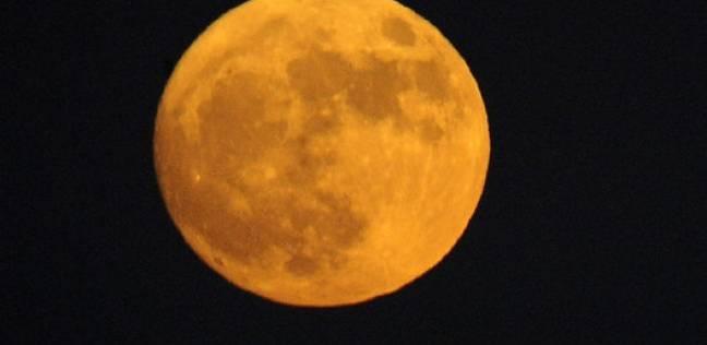 """3 خرافات عن اكتمال القمر: ارتفاع معدل الجريمة وظهور """"المستذئبين"""""""