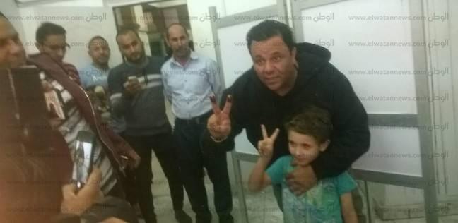 """محمد فؤاد يدلي بصوته في """"الجامعة العمالية"""" بمدينة نصر"""
