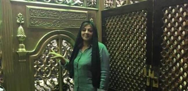"""هالة صدقي من داخل مسجد السيدة نفيسة: """"كل سنة والبشرية بخير"""""""