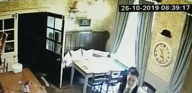 لقطة من فيديو كاميرا المراقبة لظهور شبح طفلة بحانة إنجليزية