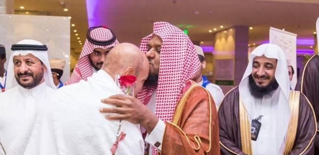 """بـ""""الورود وماء زمزم"""".. استقبال السعودية لحجاج مصر من ذوي الشهداء"""