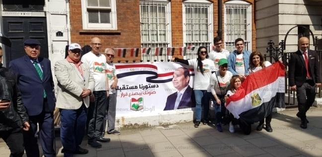 الجالية المصرية في لندن تحتشد للتصويت بأعلام مصر: استعدينا من أيام