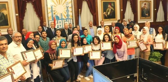 محافظ القاهرة يكرم أوائل الثانوية العامة والتعليم الفني