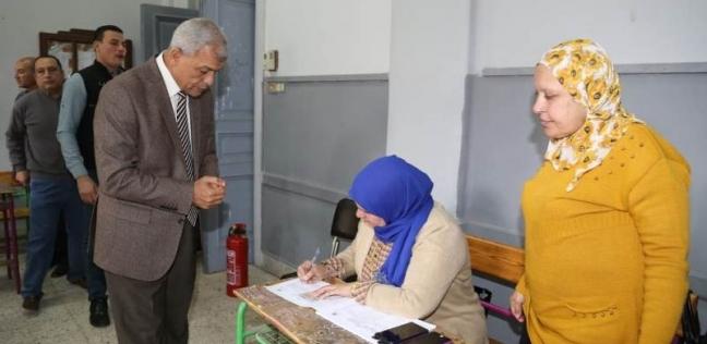 محافظ المنوفية يدلي بصوته في الاستفتاء على التعديلات الدستورية