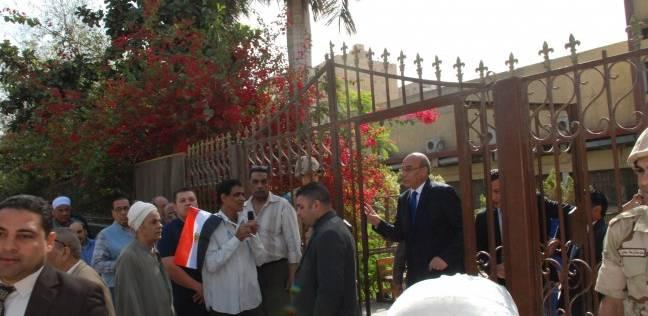 بالصور| وزير الزراعة خلال إدلائه بصوته: علينا إظهار الوجه الحضاري لمصر