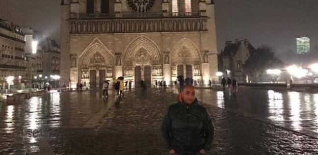 أحد المصريين أمام الكاتدرائية