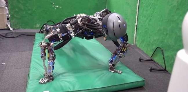 روبوت ياباني يتمرّن ويتعرّق مثل البشر