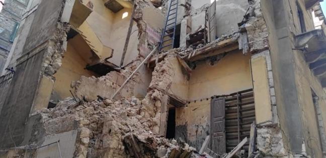 بعد تساقط أجزاء منه.. حي وسط بالإسكندرية يزيل عقار شارع الزهرة
