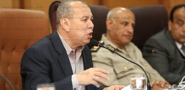"""""""طه"""" يحذر المسئولين من فرض رسوم مالية إلا بعد موافقة التنمية المحلية"""