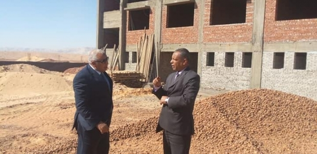 محافظ الوادي الجديد يتفقد إنشاء مدرسة «بلاط الثانوية»