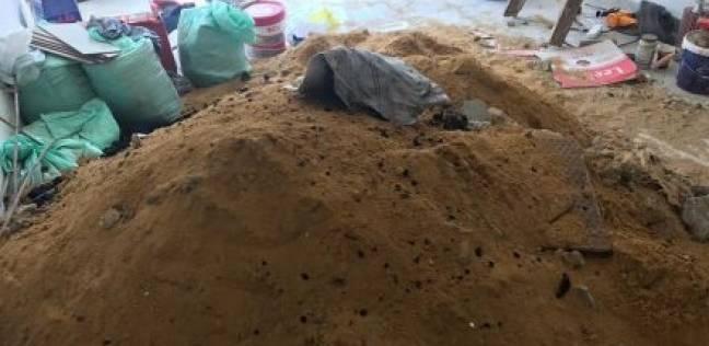 التحقيق في العثور على جثة شاب مدفونة داخل شقة بالرحاب