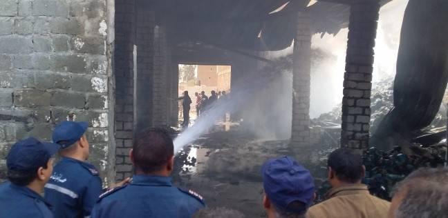 اشتعال النيران في مخزن خردة واحتراق كمية من البلاستيك بالفيوم