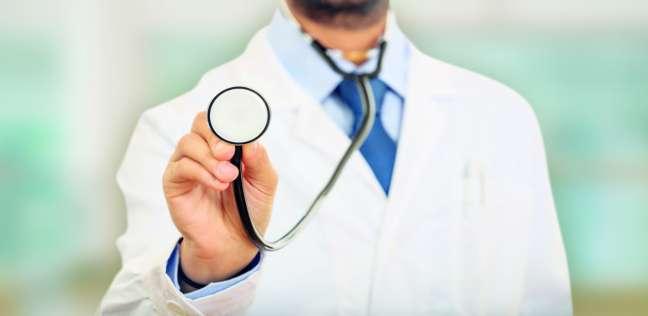 «الأطباء والعلوم الطبية».. صراع نقابى على ارتداء «البالطو الأبيض»