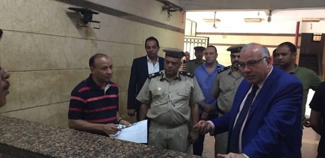 مدير أمن القليوبية يفاجئ مركز وقسمي شرطة بنها ويستمع لمشاكل المواطنين