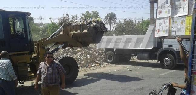 رفع 100 طن مخلفات من الطرق الرئيسية ببني سويف