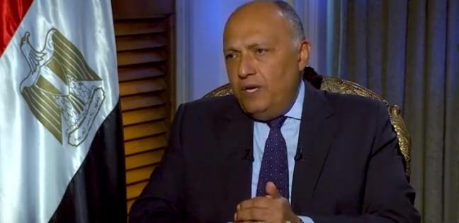 شكري يطير إلى تونس للمشاركة في الاجتماع الوزاري الثلاثي حول ليبيا