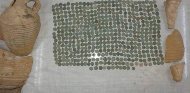 """""""الآثار"""" تؤكد أثرية 483 قطعة عثر عليها لصوص في صحراء المنيا"""