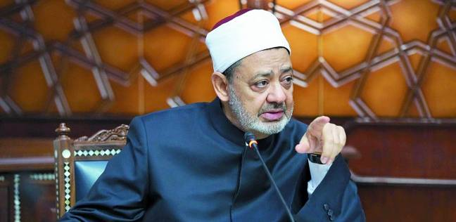 """داعية لـ""""مهاجمي الأزهر"""": أحمد الطيب """"ملك العلماء"""".. موتوا بغيظكم"""