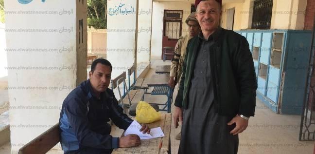 عمدة قبيلة الجرارة بمطروح يدلى بصوته.. ويؤكد: عرس انتخابي