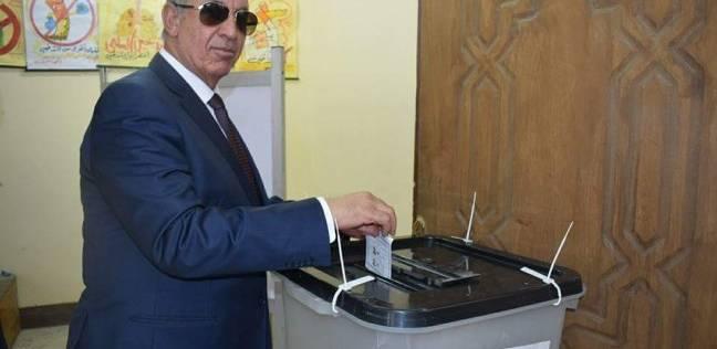 محافظ البحر الأحمر يدلي بصوته الانتخابي بالغردقة