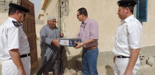 أمن أسيوط والفيوم يوزعان كراتين رمضان على المواطنين